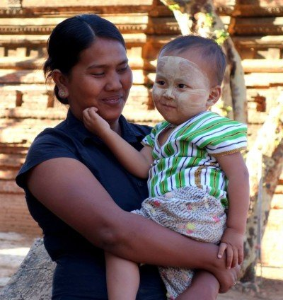 thanaka baby in bagan